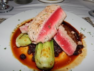 seared.tuna.entree
