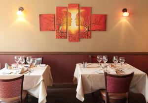 acacia.dining.room