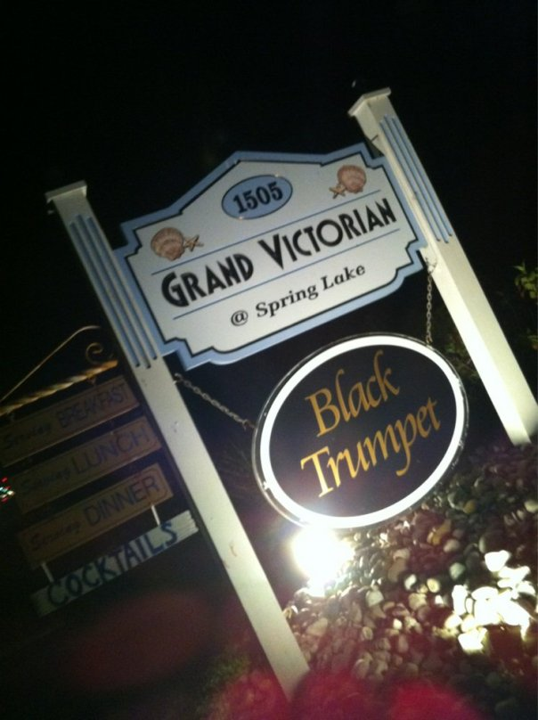 black.trumpet.sign